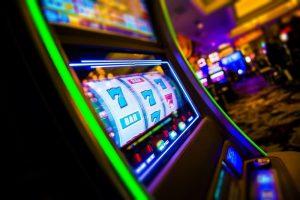 Hyppää Yako Casinon värikkääseen pelimaailmaan